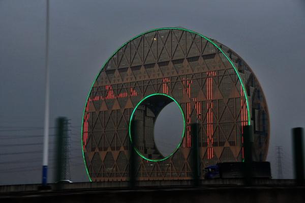 Shenzhen-Donut-Building-Liulightning-Dollslounge-Audit-China-Hongkong-LED-news