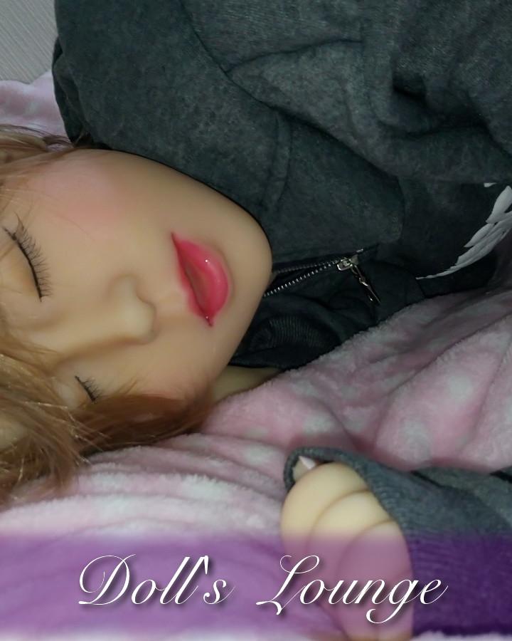 Schlafende Gummipuppe
