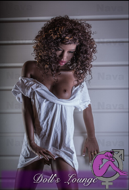 Nava der Ebony Schokohase, der neue Maßstäbe bei den Liebespuppen setzt