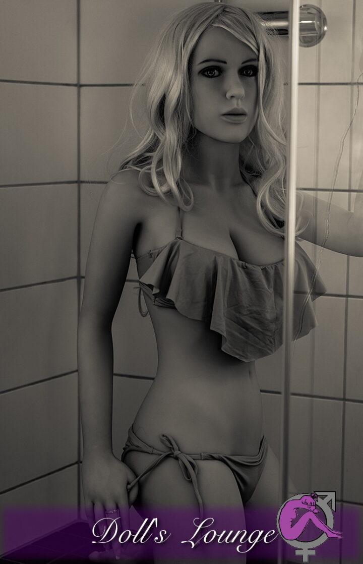 Miss Big Ass ist die TPE Liebespuppe für Lovedollliebhaber, die auf weiblichere Rundungen und Figuren stehen. Bilder der Bathsession