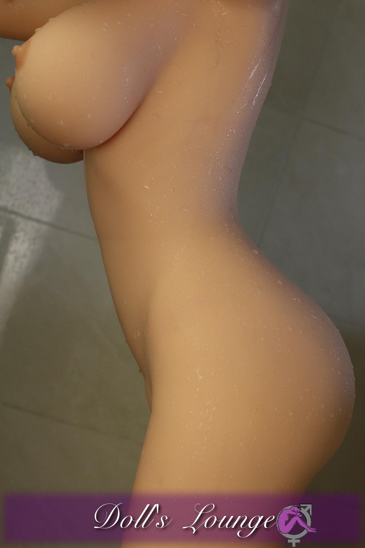 """Monique der Duschentraum eines jeden Mannes. Diese Gummipuppe nimmt man(n) gerne mit zum """"duschen"""""""