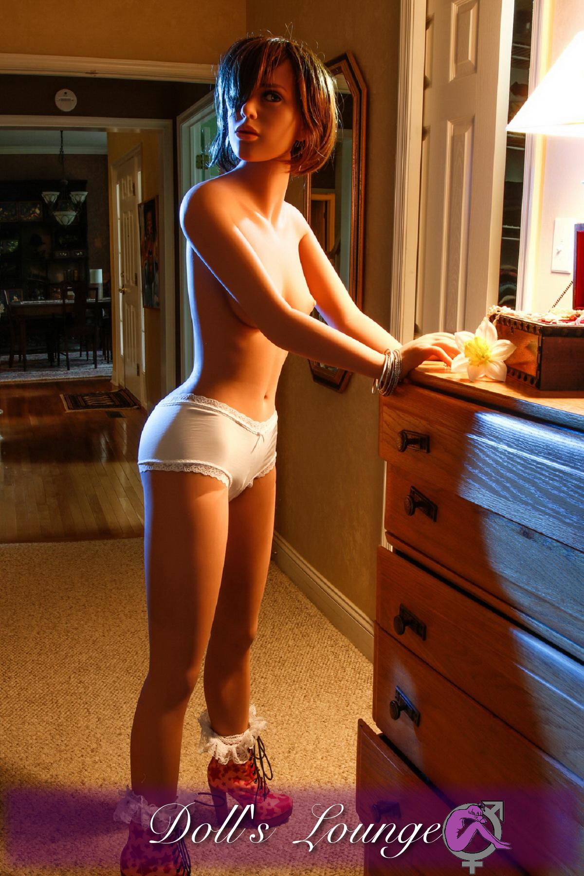 Die TPE Sexgöttin Leona zeigt Ihnen wo es lang geht! Poppen bis der Arzt kommt....