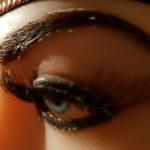 Realitätsnahe Augenbraue und Wimpern